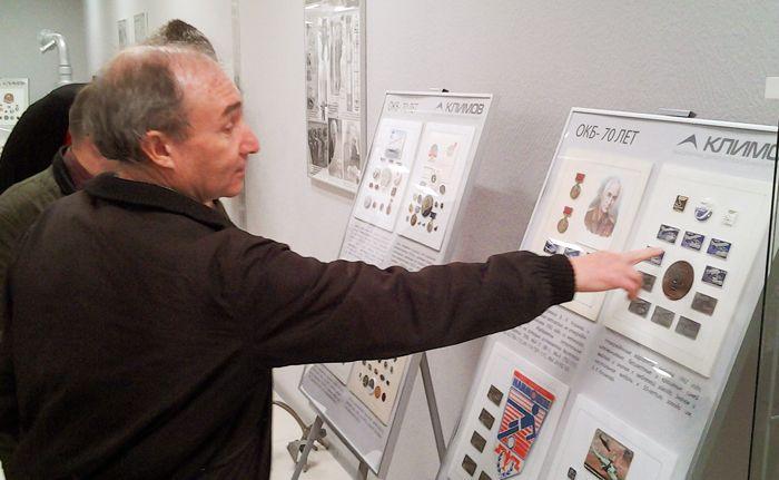 Осмотр выставки фалеристики (знаков) А.С. Чернявского