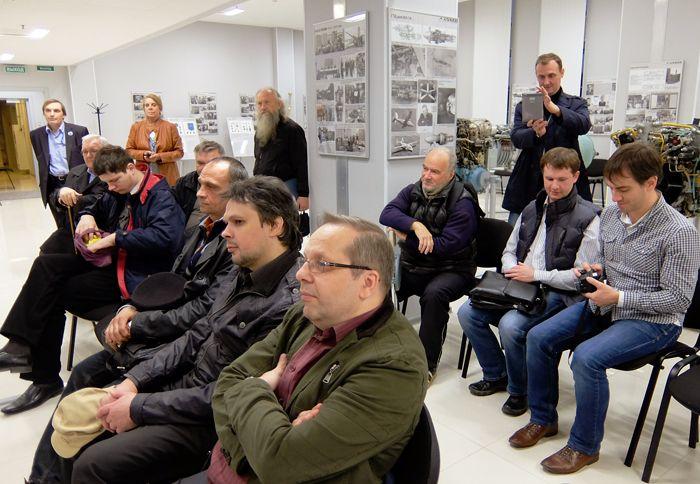 Члены Секции истории авиации и космонавтики СПбФ ИИЕТ РАН внимательно слушали своего коллегу