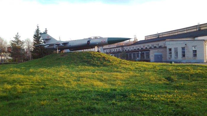 самолёт-памятник Як-25