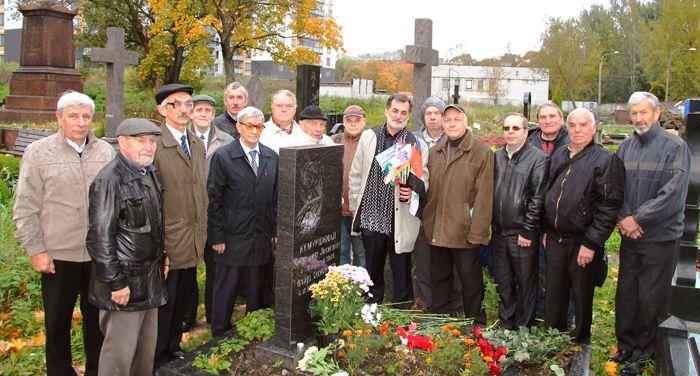 По сложившейся традиции с 2003 г. 4 октября - в день рождения Александра Леоновича Кемурджиана, мы собираемся у его могилы, отдавая дань памяти великому Инженеру и большому Человеку. Фото В. Куприянова