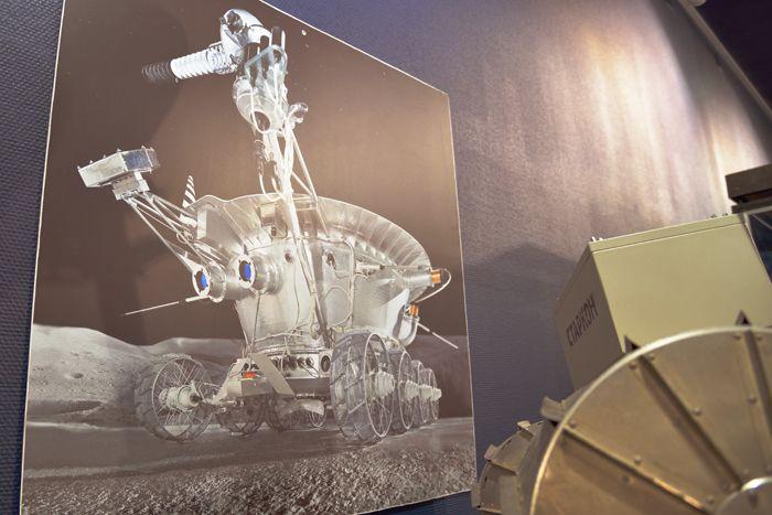 Фото Лунохода на космической выставке