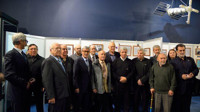 После открытия выставки и знакомства с её экспонатами ветераны ВНИИ-100, чьим трудом гордится наша страна, сделали очередное фото на память. Фото А. Беловой