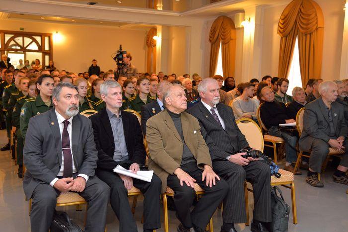 Первые ряды конференции были безусловно предоставлены ветеранам космонавтики. Фото А. Беловой