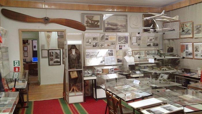 В одном из залов корабля истории (Музея ГА в СПб. университете ГА). Фото А.А. Лукьянова