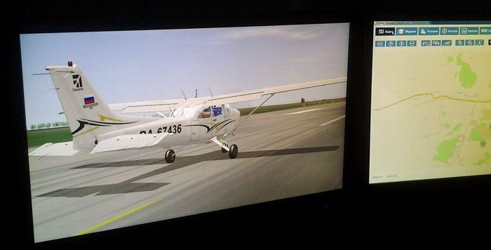 Те кто не поместился в кабине следили за нашим полётом на экране компьютерных мониторов. Фото А.А. Лукьянова