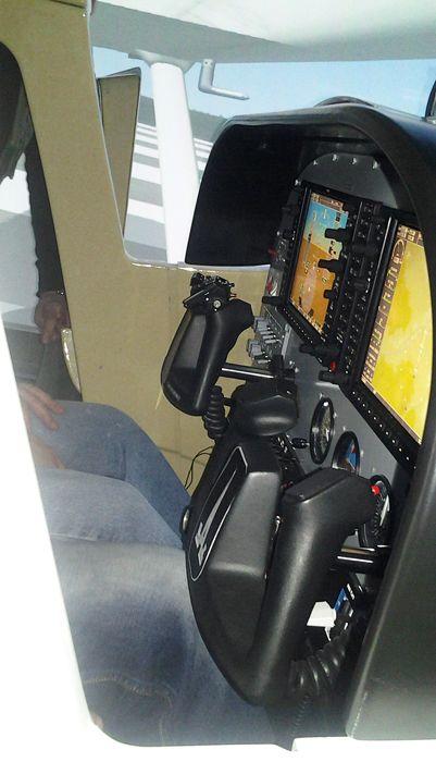 """Современной """"стеклянной"""" кабиной оснащён и тренажёр самолёта Cessna-172. Фото А.А. Лукьянова"""