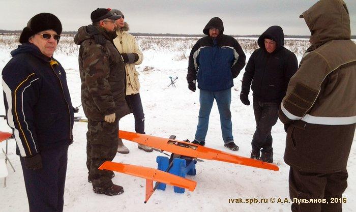 Соревнования - хорошее место для обсуждения технических особенностей БЛА. Фото А. Лукьянова