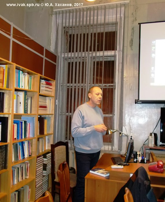 Историк авиации Филиппов делает презентацию книги