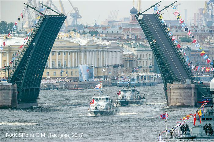 Начало военно-морского дефиле на Неве