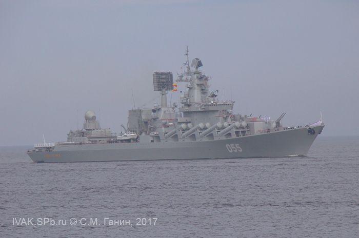 """Крейсер """"Маршал Устинов"""" на кронштадтском рейде"""