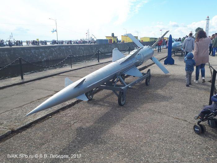 Зенитная ракета на праздничной демонстрации в ВМБ Кронштадт