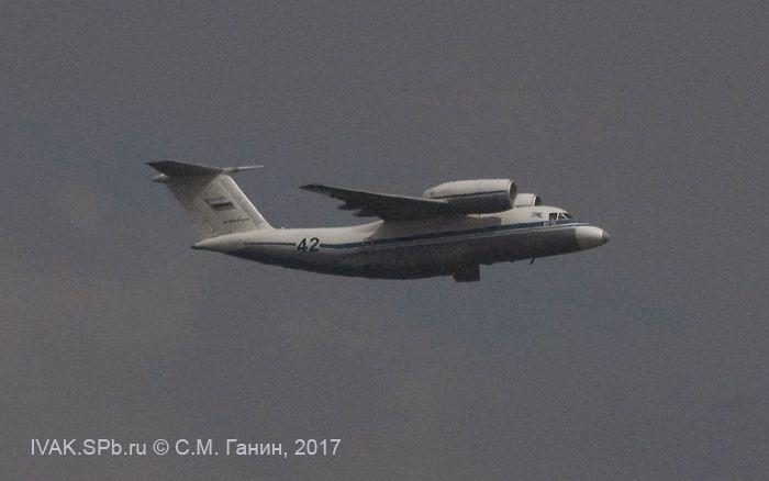 фото самолета Ан-72 в полёте