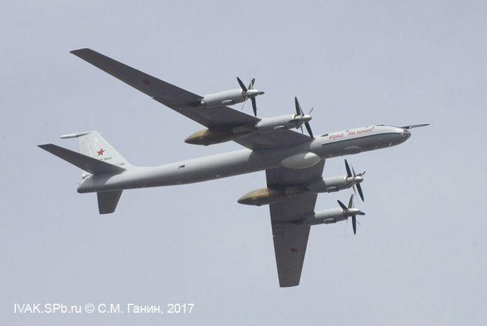Ту-142МЗ в небе Петербурга
