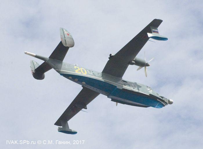 Самолет Бе-12 в полете