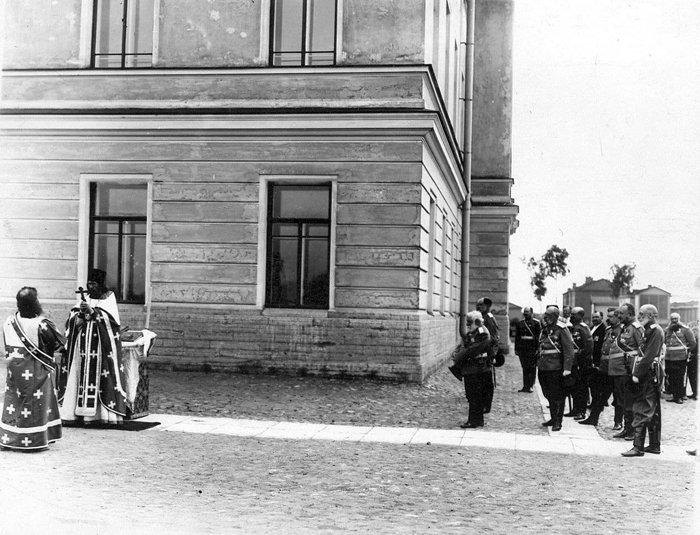 Молебен по случаю начала полётов в УВП в праздник воздухоплавания - Ильин день, 1909 г.