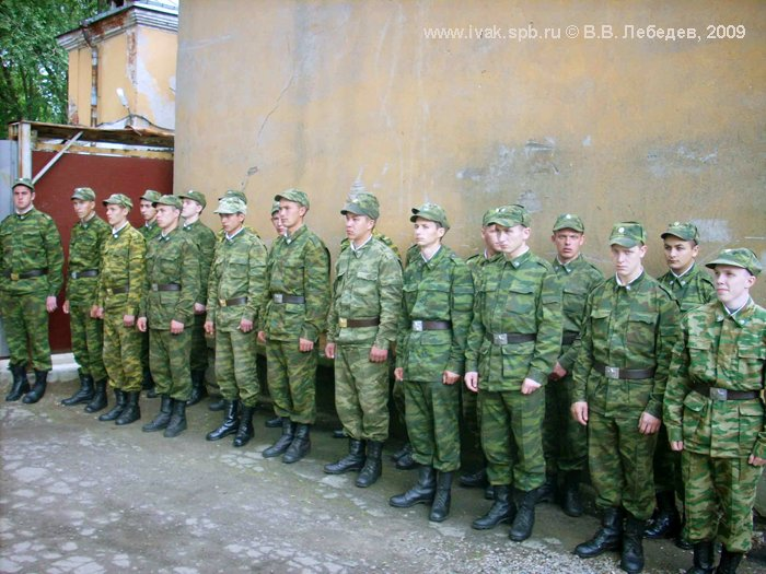 Значимость этого Дня и связь с защитниками Отечества прошлого подчёркивает присутствие воинов современного Воздухоплавательного парка, 2009 г. Фото В.В. Лебедева.
