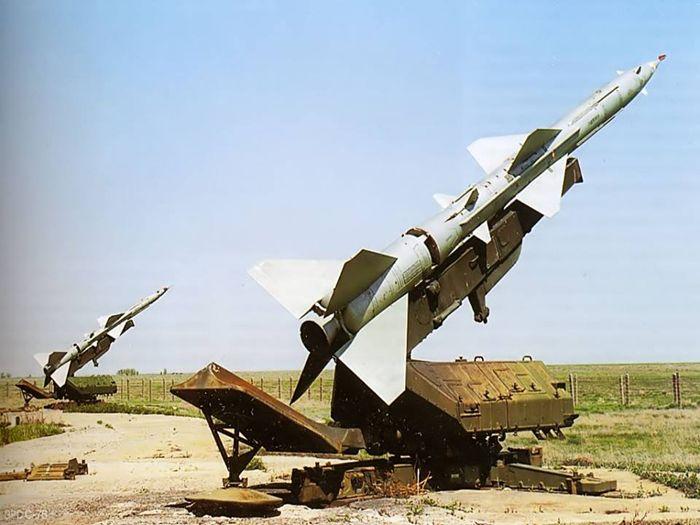 Пусковые установки с ракетой В-750 зенитно-ракетного комплекса С-75
