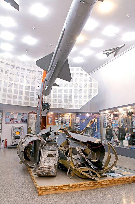 Обломки американского самолёта-разведчика U-2 в современной экспозиции Центрального Музея Вооружённых Сил России в Москве.