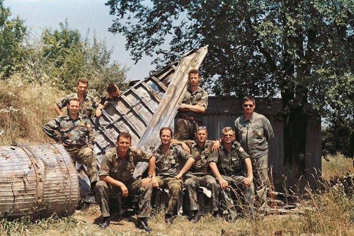 Личный состав 3 ракетного дивизиона с боевым трофеем (весна 1999 года).