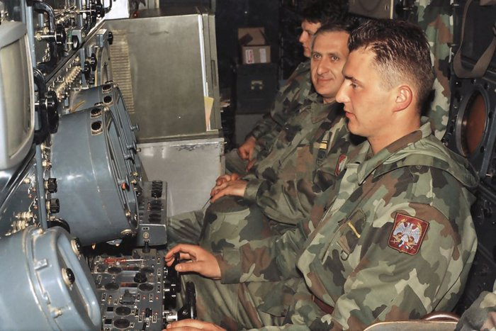 Боевая смена 3-го ракетного дивизиона  на рабочих местах в ожидании налёта авиации НАТО.