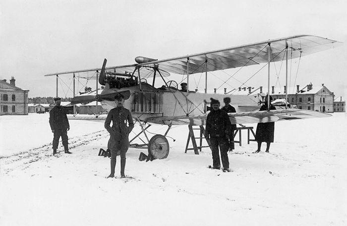 Кайзеровский самолет на аэродроме