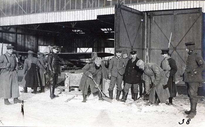 Немецкий ангар на аэродроме Порубанок