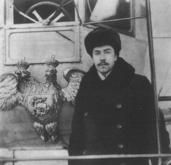 Фото Игорь Сикорский возле самолёта «Илья Муромец»