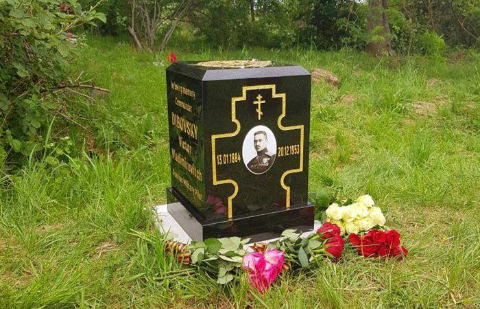Памятник на могиле В.В. Дыбовского