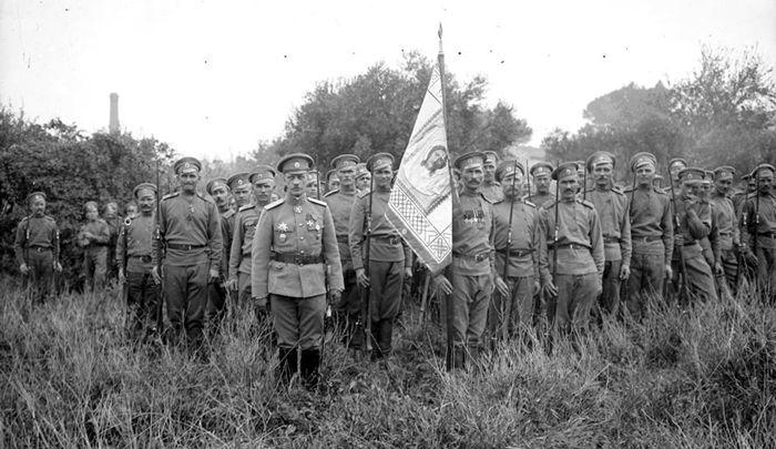 ген.-лейтенант Лохвицкий Николай Александрович во главе воинов Русского Легиона (Легиона Чести) во Франции.