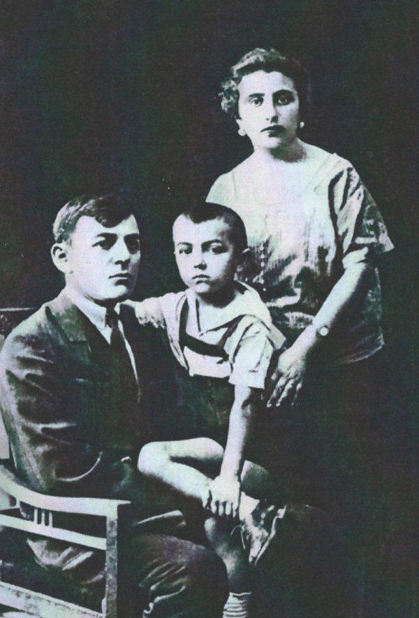 Родители А.Л. Кемурджиана (примерно 1926 год, Владикавказ)