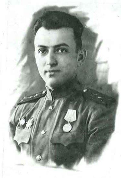 Ст. лейтенант А.Л. Кемурджиан закончил войну в Помераниис боевыми наградами
